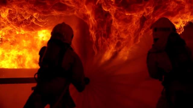 riktig brandman - släcka bildbanksvideor och videomaterial från bakom kulisserna
