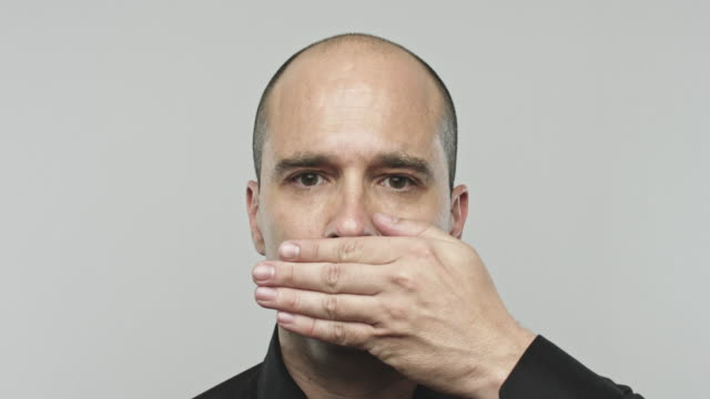 real man gesturing speak no evil - рот стоковые видео и кадры b-roll