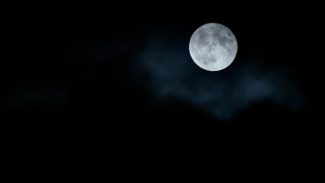 real super moon with clouds - полумесяц форма предмета стоковые видео и кадры b-roll