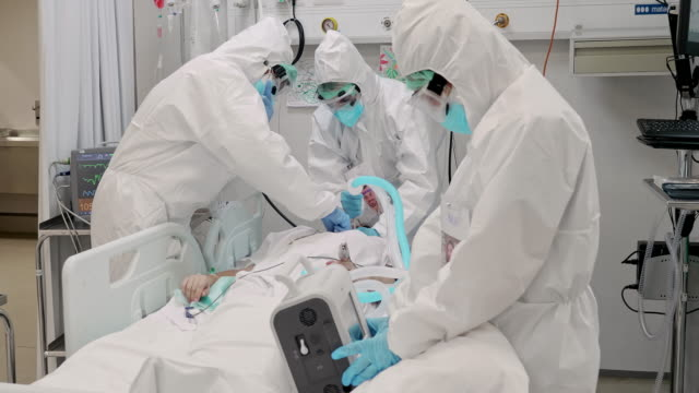 Real time video of healthcare teamwork transferring patient to Intensive Care unit