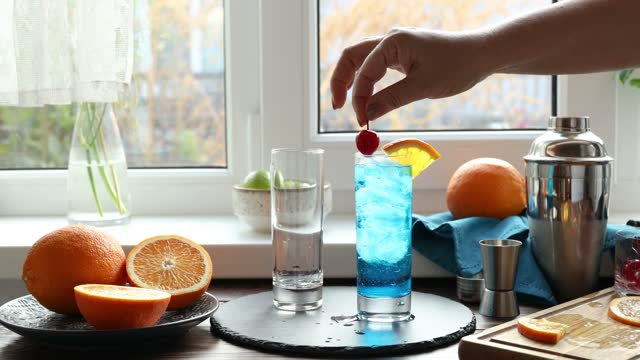 Real woman preparing a blue gin tonic cocktail video