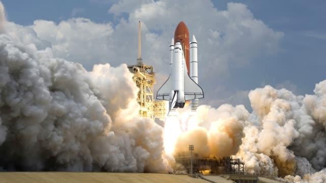 realistische 3d-animation von space shuttle startet in zeitlupe. elemente dieses videos, das von der nasa eingerichtet wurde. - rakete stock-videos und b-roll-filmmaterial