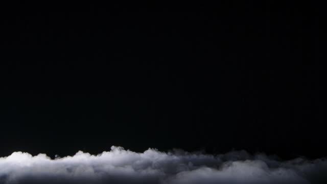 gerçekçi kuru buz duman bulutlar sis - kompozisyon stok videoları ve detay görüntü çekimi