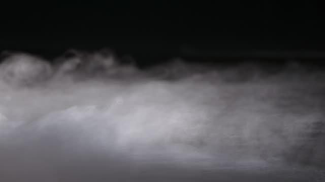 реалистичный сухой ледяной дым облака туман - атмосфера события стоковые видео и кадры b-roll