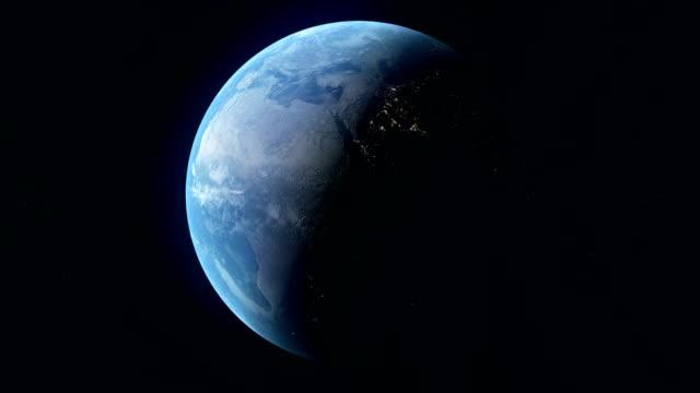gerçekçi planet earth derin uzayda döndürme. sorunsuz döngü dijital arka plan. - mountain top stok videoları ve detay görüntü çekimi