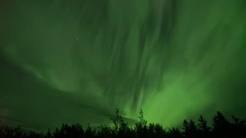 stockvideo's en b-roll-footage met realistische real-time (4 x snelheid) aurora borealis (noorderlicht) in whitehorse, canada - gewone snelheid