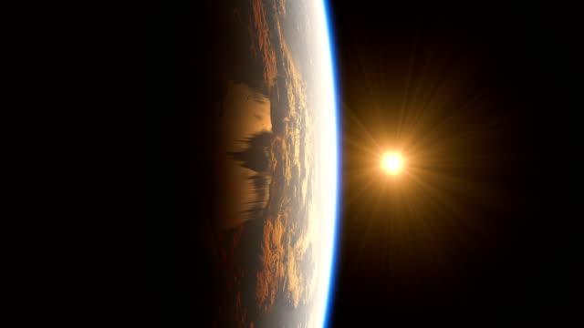4 k. realistische sonnenaufgang über der erde. animation. - weltraum und astronomie stock-videos und b-roll-filmmaterial