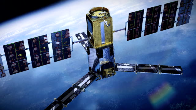 реалистичные телекоммуникационные спутниковое - вид со спутника стоковые видео и кадры b-roll