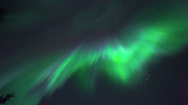 4k real-time video northern lights aurora borealis corona in north pole alaska 17-09-28 (2) - flare video stock e b–roll
