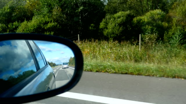Bидео Rear view mirror view driving on highway A2 in Lithuania