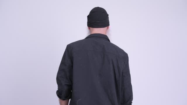 Vista traseira do pensamento farpado maduro do homem - vídeo