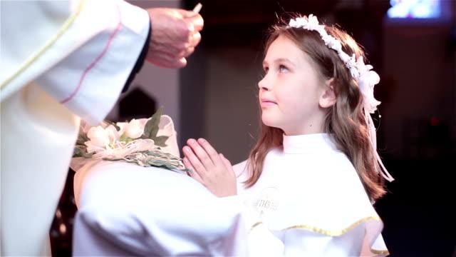 vidéos et rushes de recevoir communion - communion