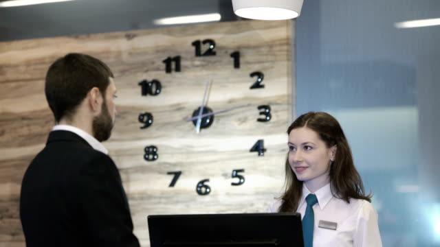 Recepción en el hotel - vídeo