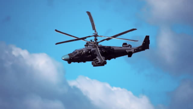 vidéos et rushes de hélicoptère de reconnaissance et d'attaque de la nouvelle génération de ka-52 «alligator» - mitrailleuse