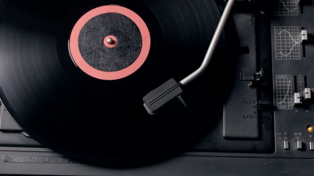 record player playing vinyl. retro vinyl turntable stylus - giradischi video stock e b–roll