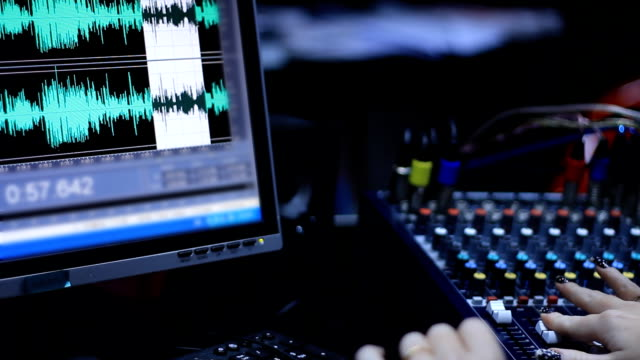registrazione e modifica di un programma radiofonico - radio video stock e b–roll