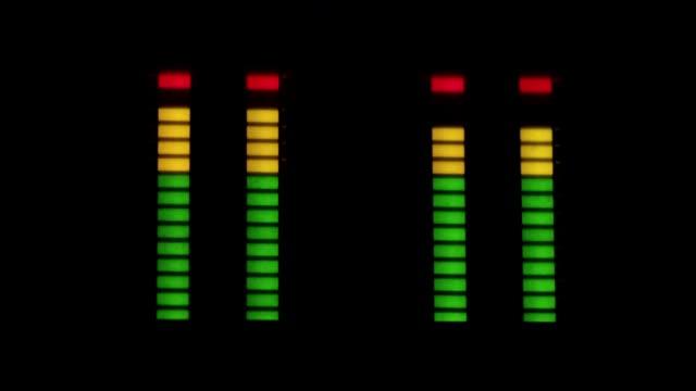 kayıt stüdyosu. ekolayzır - kulaklık seti ses ekipmanı stok videoları ve detay görüntü çekimi