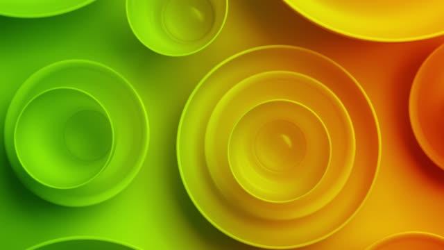 röd och grön färgad porslin på gul färg bakgrundsvy. - empty plate bildbanksvideor och videomaterial från bakom kulisserna