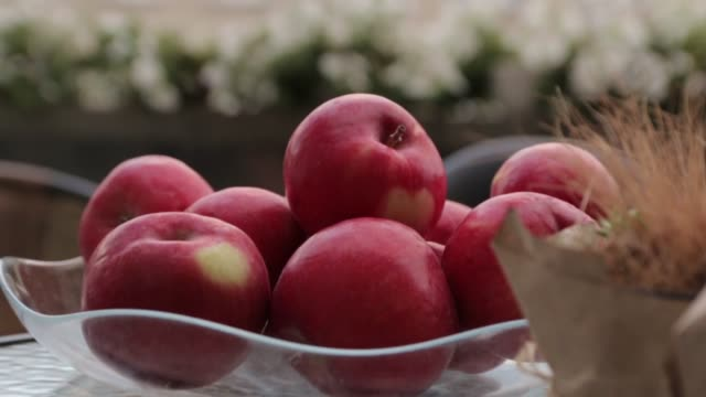 Red Apples dolly zoom video