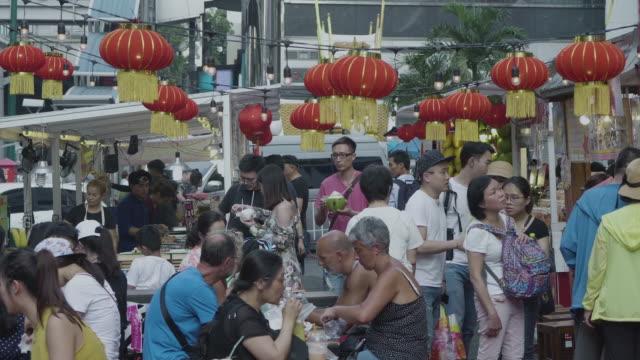 赤いランタンでアジア市場 - 中国 広州市点の映像素材/bロール