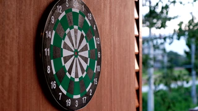 Red dart arrow throwing to the circle dartboard