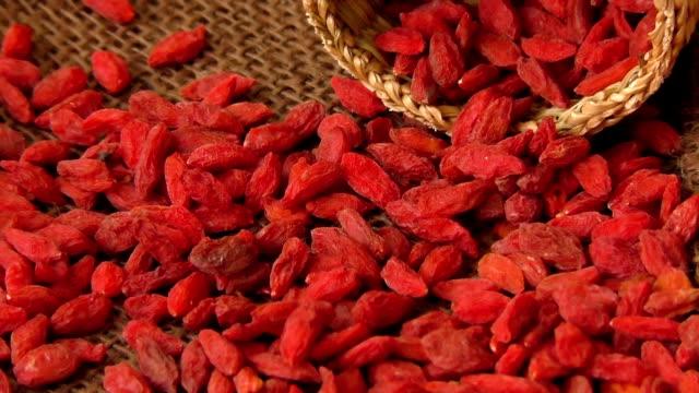 Rote getrocknete Gojibeeren (Lycium Barbarum, Wolfsbeere) – Video