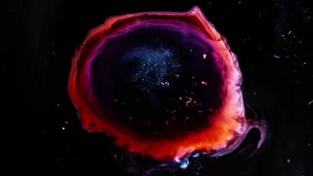 sfondo della texture della struttura delle nuvole spaziali occhi rossi di dio sfondo della galassia cosmica - macrofotografia video stock e b–roll