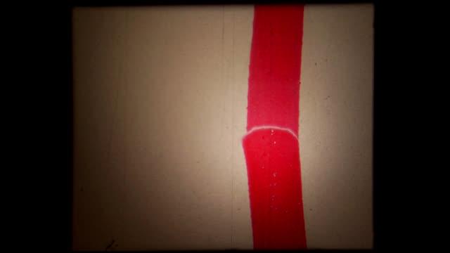 vídeos y material grabado en eventos de stock de rojo grunge película hd-auténtica líder de 16 mm, blanco - tipo de imagen