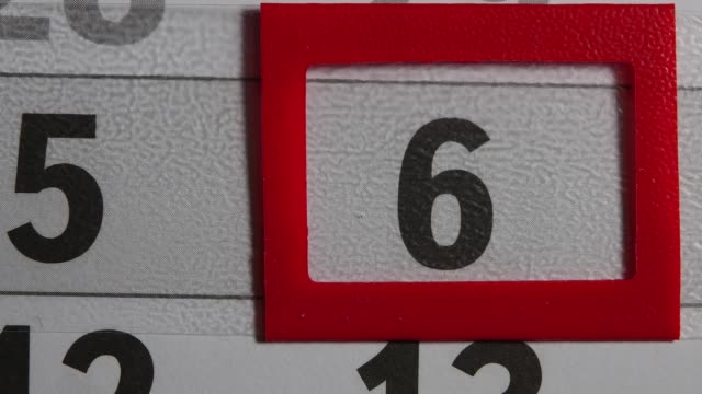 vídeos de stock e filmes b-roll de red frame moves on the 6 black day calendar - mês