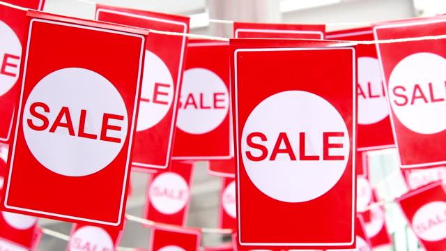 Colgando etiquetas venta rojo - vídeo
