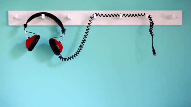Des écouteurs rouge - Vidéo