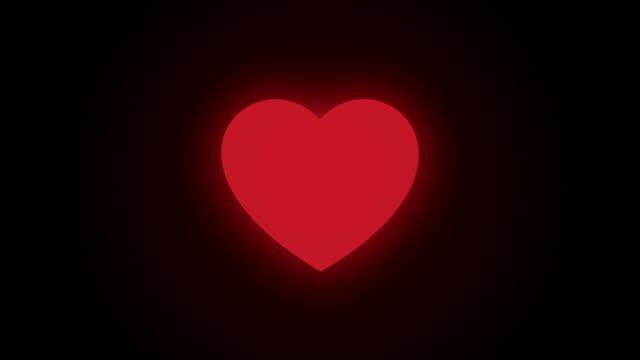 vídeos de stock e filmes b-roll de red heart is beating on the dark background - batimento cardíaco