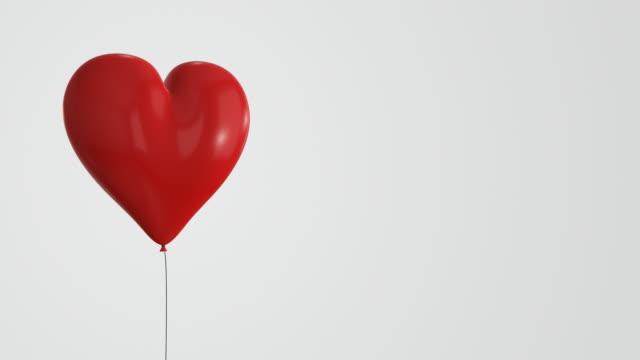 Rot herzförmiges Ballon-Endlos wiederholbar/4 K – Video