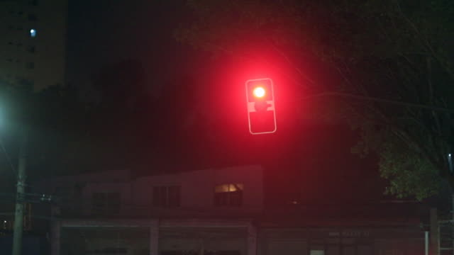 Red light at night, waiting for green go