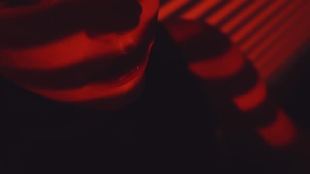 rote linien und mädchen silhouette - lippen stock-videos und b-roll-filmmaterial