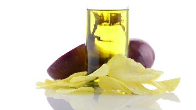 rote zwiebel und olivenöl noch - knollig stock-videos und b-roll-filmmaterial