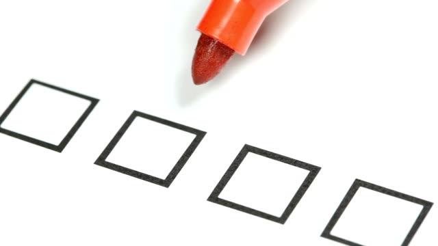 vídeos de stock, filmes e b-roll de lápis vermelho-termine na lista de verificação. - questionário