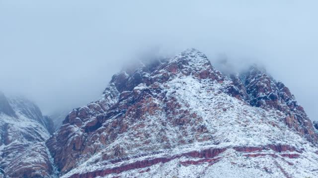 red rock canyon durante una rara tempesta di neve. - red rock canyon national conservation area video stock e b–roll