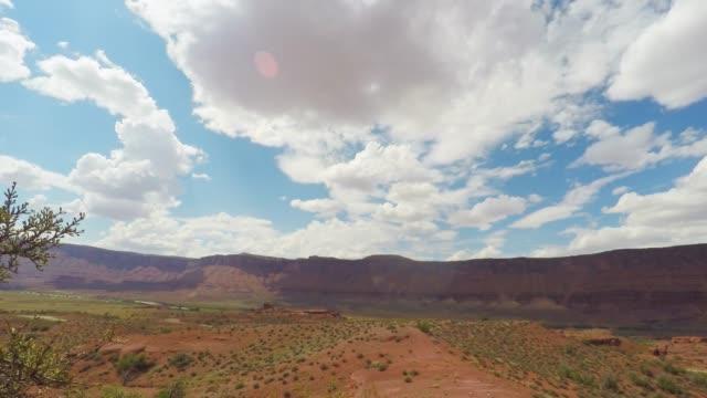 red rock formation mesa in the desert - дикая местность стоковые видео и кадры b-roll