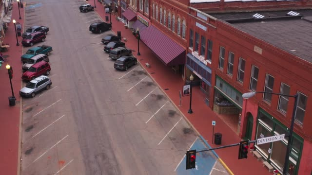red sidewalks and old brick buildings, guthrie, oklahoma, usa - antique shop stock-videos und b-roll-filmmaterial