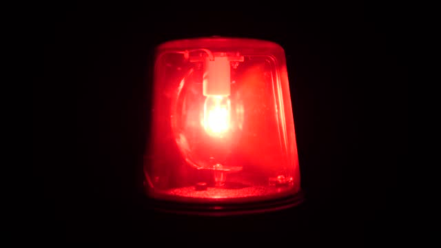 4k: rote sirene licht blinkt und spinnen (notfall) - rot stock-videos und b-roll-filmmaterial