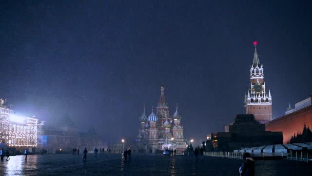 red square at night during snow storm - moskva bildbanksvideor och videomaterial från bakom kulisserna