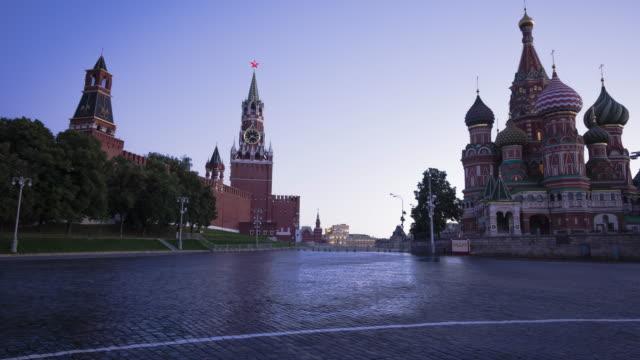 röda torget i moskva i gryningen - vasilijkatedralen bildbanksvideor och videomaterial från bakom kulisserna