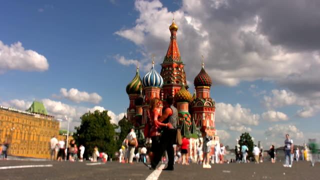 red square in moscow - vasilijkatedralen bildbanksvideor och videomaterial från bakom kulisserna