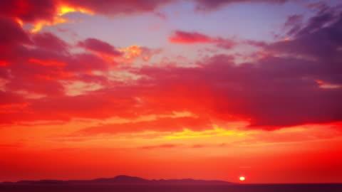 vídeos de stock e filmes b-roll de vermelho pôr do sol - anoitecer
