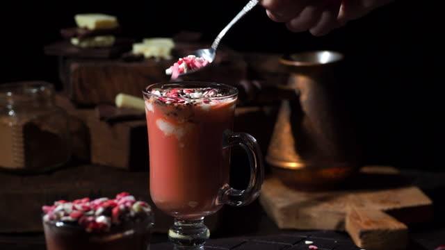 red velvet hot chocolate - посыпать стоковые видео и кадры b-roll