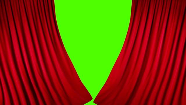vídeos y material grabado en eventos de stock de cortinas de teatro de terciopelo rojo en movimiento. cortinas de apertura y cierre con llave de croma verde. - cortina