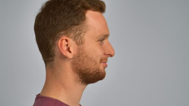 redhead manliga porträtt i profil - rött hår bildbanksvideor och videomaterial från bakom kulisserna
