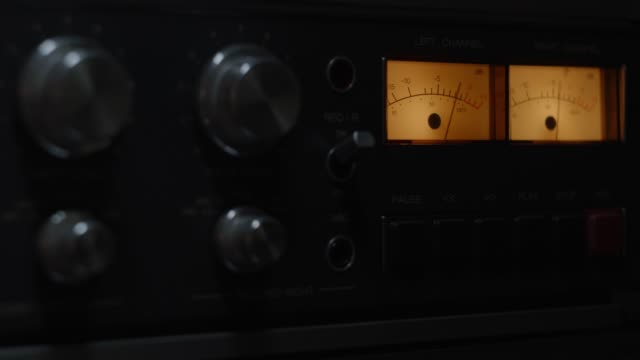 reel to reel - bobina apparecchiatura di registrazione del suono video stock e b–roll