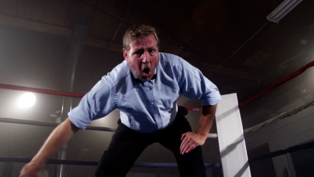 審判員にリングがカウント ビデオ